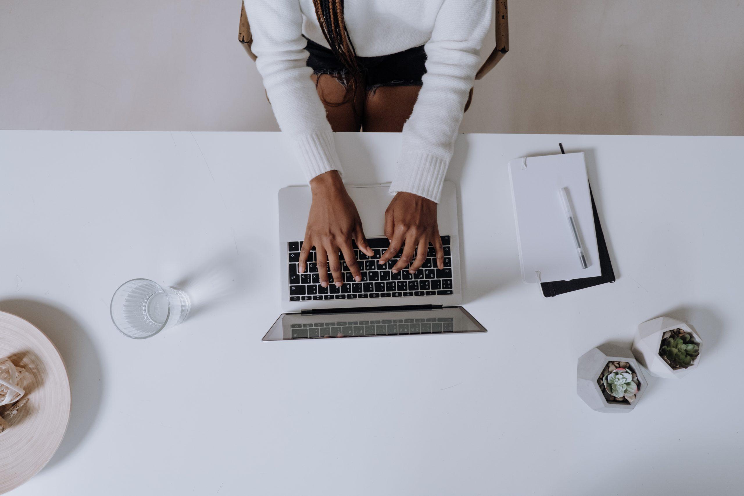 Como Saber Si Una Persona Trabaja En Blanco